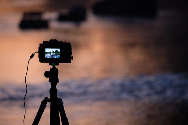 Kamera und Stativ - Landschaftsfotografie